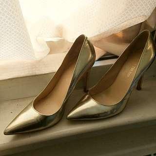 Ivanka Trump Gold Heels Size 7.5