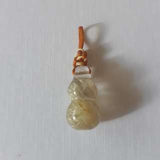 Golden Rutilated quartz. Gourd shape pendant. Crystal lenght 22mm.