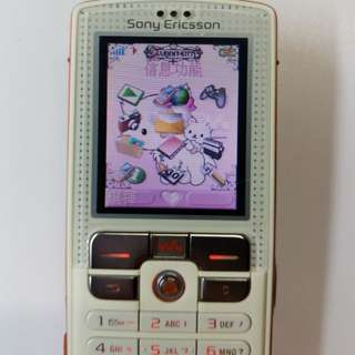 Sony Ericsson W800i mobile 手機 {易得夠發$279.80fixed price} 100%working normal 98%new looking & charming outlook! Easy+friendly using with light weight for carrying! Supreme quality music player & camera!