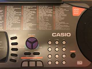 Casio keyboard with memory & light
