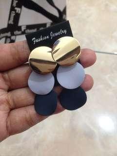 Circle 3 earring