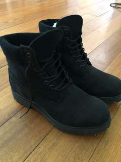 Timberland black boots never worn size 9