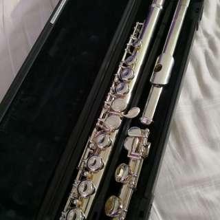 Used yamaha flute (YFL-211)