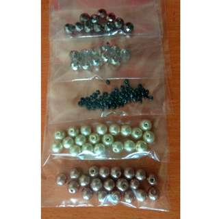 Assorted pearl / crystal beads