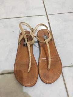 Flat sandal