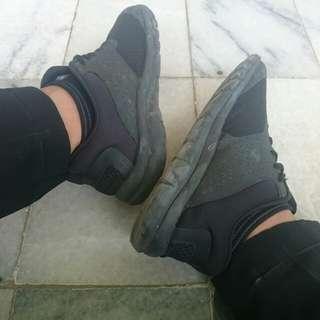 Sepatu Champion FULL BLACK