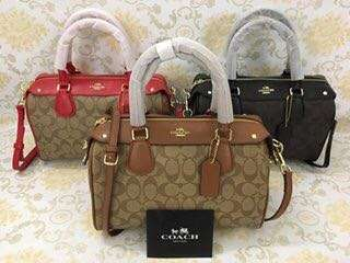 Pre order Coach hand bag Authentic