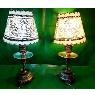 Old table lamp, hand-carved leather lampshade with bronze base 旧枱灯、手工雕刻皮革灯罩、青铜底座