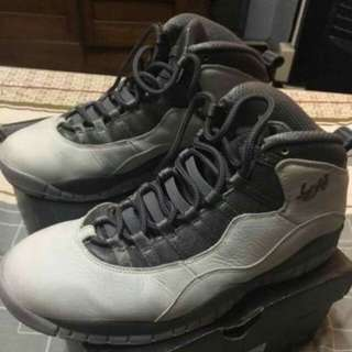Air jordan 10 London Size 9 original Price 9500 now selling it  for only 6500