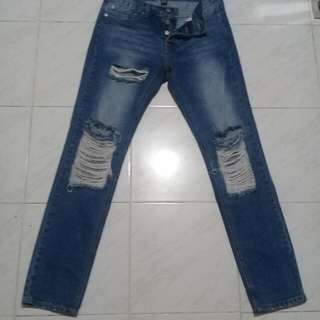 Forever 21 ripped jeans size 30