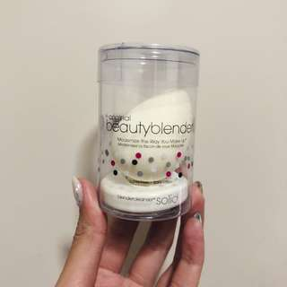(50% off RTP) Beauty Blender White with Solid Cleanser