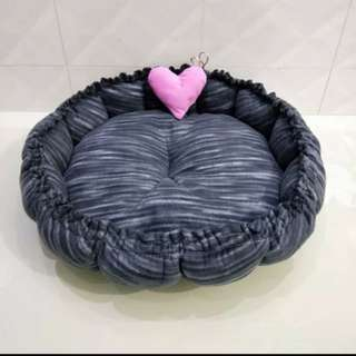 Adjustable width Pet Cushion Bed