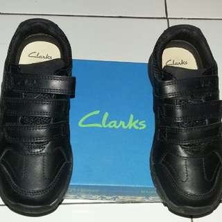Sepatu anak laki merk CLARKS