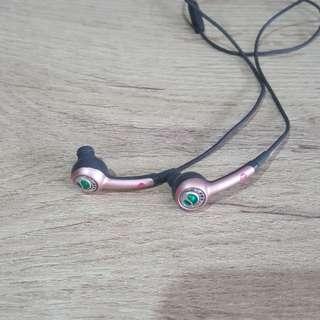 入耳式 耳機 by Sony Ericsson