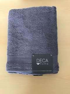 BNWT Deca Home Bath Towel