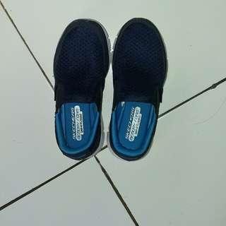 Sepatu anak merk skechers