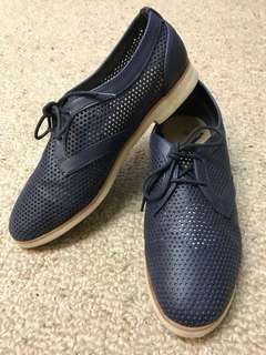 Navy classic lace up shoes