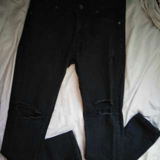 MEN'S RIPPED JEANS (PRICE NEGOTIABLE)