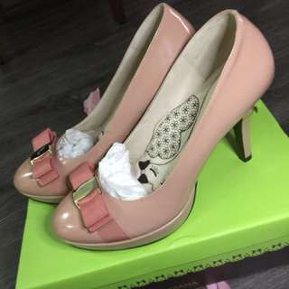 粉色牛漆皮高跟鞋(代售)