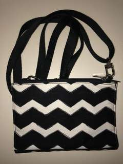 Thirty One Crosstown Wallet / Wristlet / Crossbody - Black Chevron