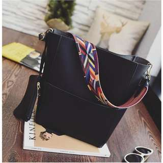 Shoulder Bag with Small Pouch ((Black))