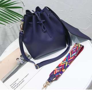 Bucket Sling Bag with Small Pouch ((Navy))