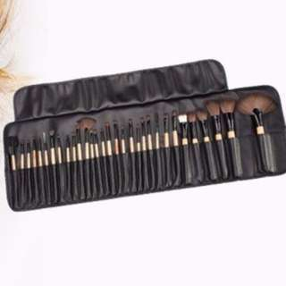 Bella Makeup Brushes 32 Piece Set BRAND NEW, NEVER USED (NO SWAPS, NO OFFERS)