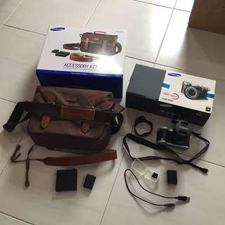 Samsung NX300 Basic set + Original Samsung Accessory kit
