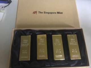 4 magnet gold bar display