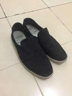 sepatu kasual