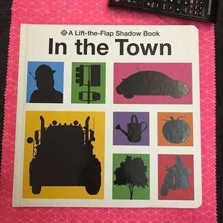 原$120 幼兒書,學英文,學名字,動手,A lift the flap shadow book: in the town,車,樹,人,運動,認知,真世界,生活記憶