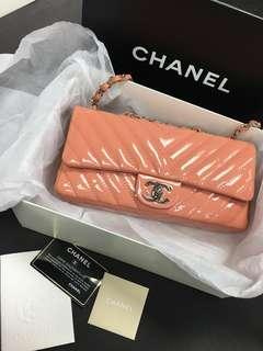 💕Chanel pink chevron classic bag