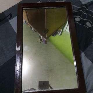 Cermin Kecil 20 × 25 cm