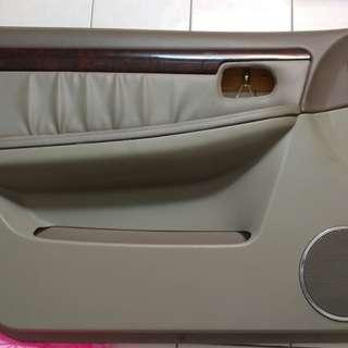 Tierra LS駕駛座門板
