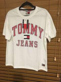 TOMMY JEANS boyfriend fit tshirts