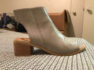 Grey, size 7, slight heel