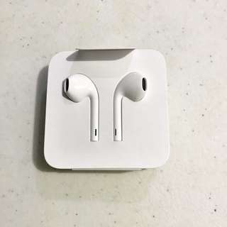 Earpods With Lightning Connector (iPhone 7 & Up)