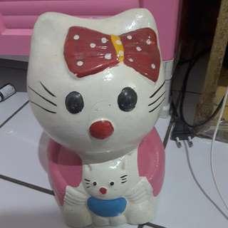 Celengan keramik kucing