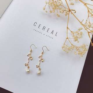 golden leaf pearl earrings