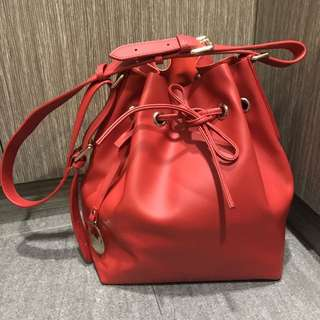 Poupee de papier red Bucket Bag