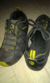 Preloved MERRELL SHOES