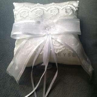Bantal Cincin Ring Pillow