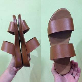 Slip on sandals - Fits size 6 to 6.5 US