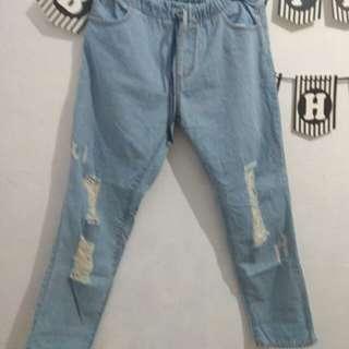 boyfriend ripped jeans like new