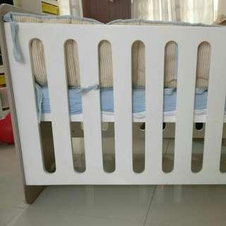 Babybox Bed For Newborn Until 3y. Made In Indonesia Tetapi Tidak Diperjualbelikan Di Indonesia Karena Produk Tersebut Hanya Di Ekspor Ke Italy.Kondisi Masih Sangat Bagus Dan Bersih .dijual Beserta Bed,cover,pelindung .