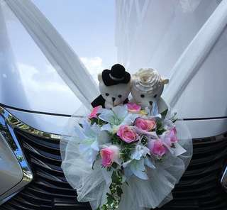 Wedding car artificial flower decoration together with bears