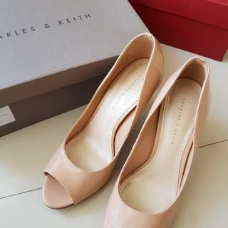 CHARLES & KEITH HIGH HEELS COLOR : NUDE SIZE : 37