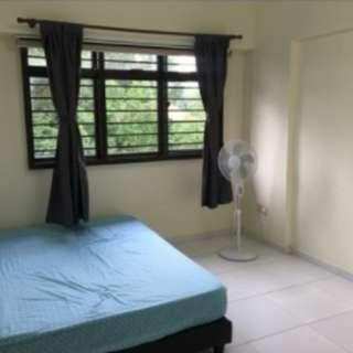 Sembawang room near MRT cheap!