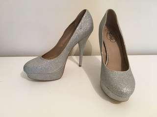 Lipstik silver glitter sparkly heels