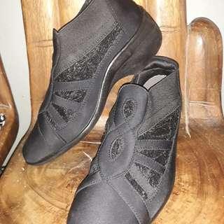 fashion black shoes